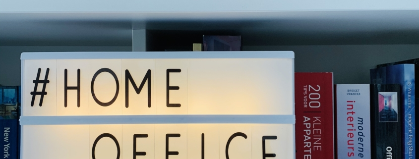 Thuiswerkarchitect helpt met thuiswerkplek